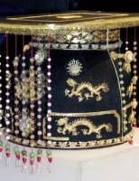 Chân dung & trang phục các vua triều NGUYỄN: Thật và Bịa