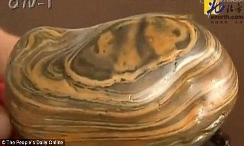 Đá quý vân gấu trúc được định giá 23,6 triệu USD