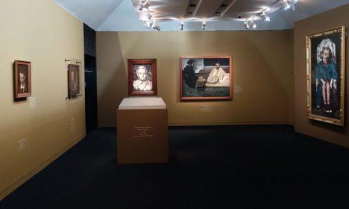 """<h2><a href=""""http://nghethuatxua.com/trien-lam-tranh-chan-dung-cua-cezanne-tai-bao-tang-orsay/"""">Triển lãm tranh chân dung của CÉZANNE tại bảo tàng Orsay<a href='http://nghethuatxua.com/trien-lam-tranh-chan-dung-cua-cezanne-tai-bao-tang-orsay/#comments' class='comments-small'>(0)</a></a></h2>Trong số hàng nghìn tác phẩm được vẽ bởi hoạ sĩ Paul Cézanne (1839-1906), có khoảng hai trăm bức chân dung, trong đó có hai mươi bức chân dung tự"""