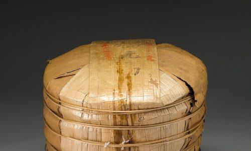 """<h2><a href=""""http://nghethuatxua.com/vua-tra-puer-pho-nhi-dat-nhat-trong-lich-su/"""">&#8220;Vua trà Puer&#8221; (phổ nhĩ ) đắt nhất trong lịch sử<a href='http://nghethuatxua.com/vua-tra-puer-pho-nhi-dat-nhat-trong-lich-su/#comments' class='comments-small'>(0)</a></a></h2> Một bánh trà Puer có khả năng sẽ phá vỡ kỷ lục và trở thành """"Vua trà Puer"""" đắt nhất trong lịch sử.Phiên đặc biệt bán trà Pu'er năm nay"""