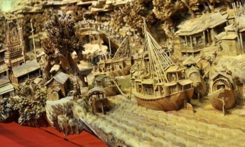 Ấn tượng với tác phẩm điêu khắc trên gỗ dài nhất thế giới