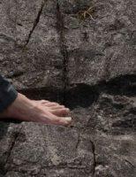 Những phát hiện bị che giấu về lịch sử cổ đại (P1): Các dấu chân khổng lồ